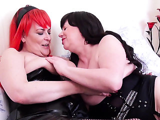 OldNannY Two Mature Lesbian Goes Wild with Tongue