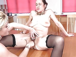 Hairy mature lesbian fuck shaved mature woman