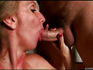 Fit mature lady loves sucking and fucking for a facial
