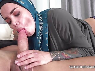 Horny Muslim wife wanted to try anal sex