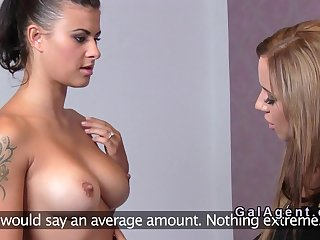 Female agent fuck model with vibrator