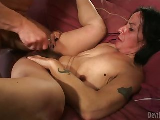 Fucking her super hairy box and cumming