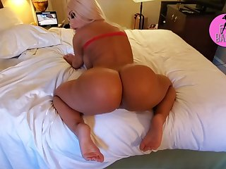 Brandi Bae Bangs A Lucky Fan With Her Famous Big White Booty Clip