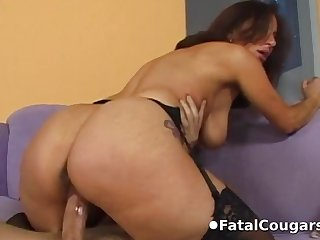 Sexy cougar convinces the plumber