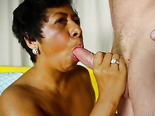 Mature black lady loves sucking and fucking for a facial